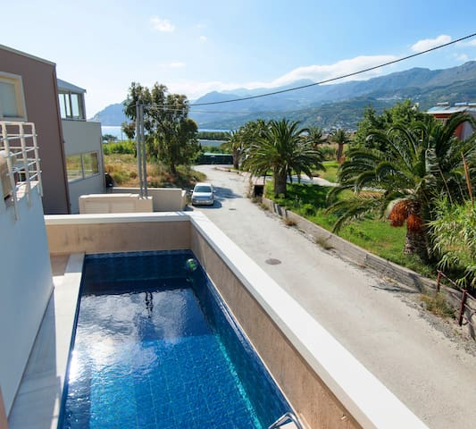 Newly built villa 100m from the beach and shops!
