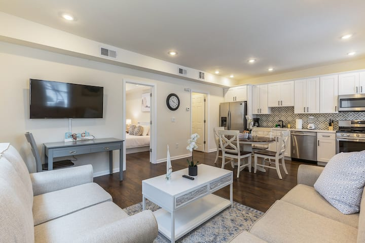 ⭐️Sleeps 7⭐️Beach 2 blocks⭐️Patio⭐️Parking⭐️AC