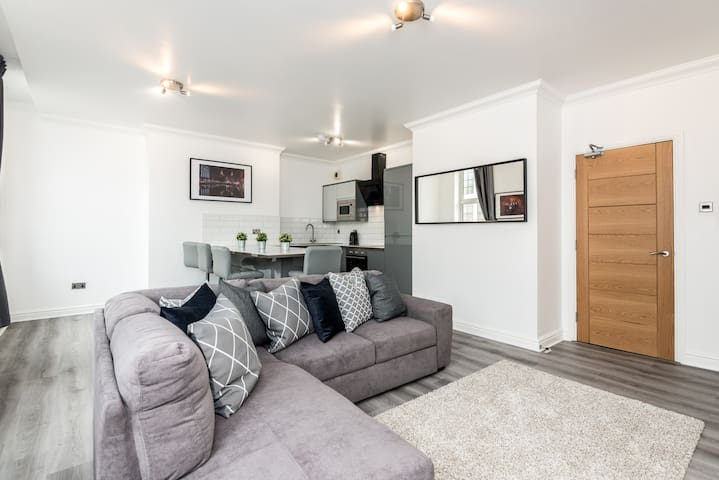 Stylish 1 Bed Apartment in Liverpool Centre