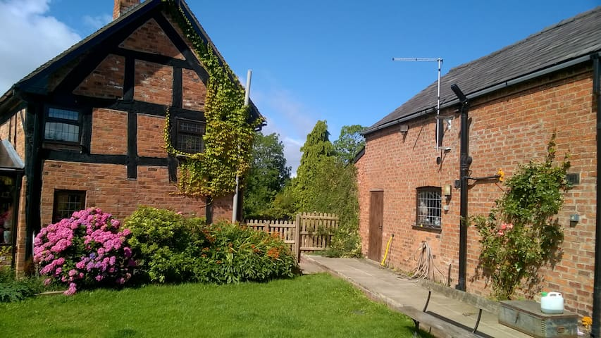 Gills Retreat -  Nr Combermere Abbey & Iscoyd Pk