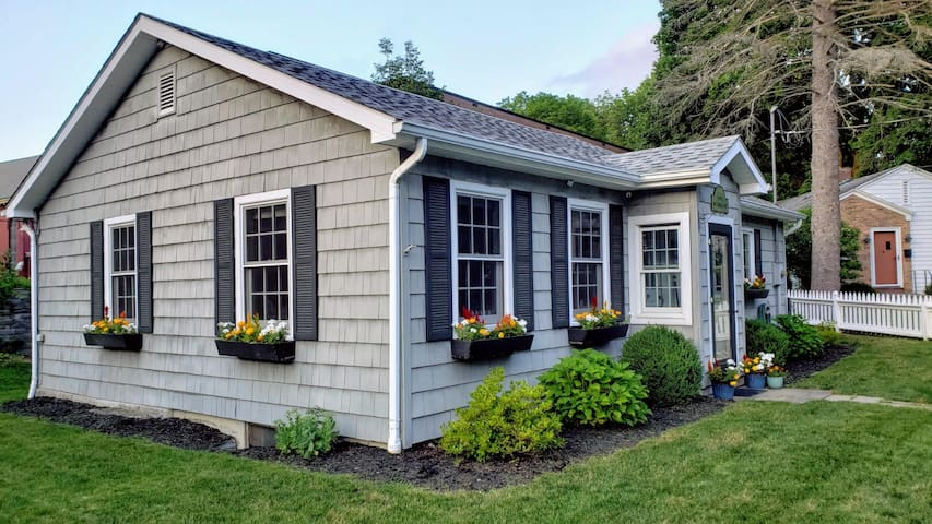 Cooperstown Cozy Cottage- Weekly Rate! In town!