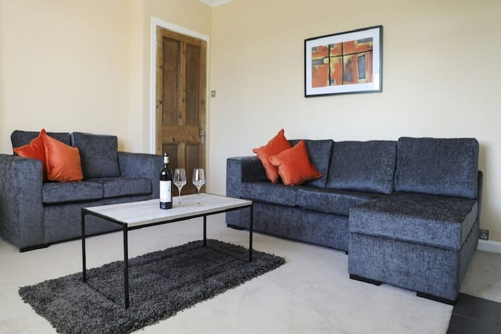 Central Holiday Home in Bathgate near Nature Reserve