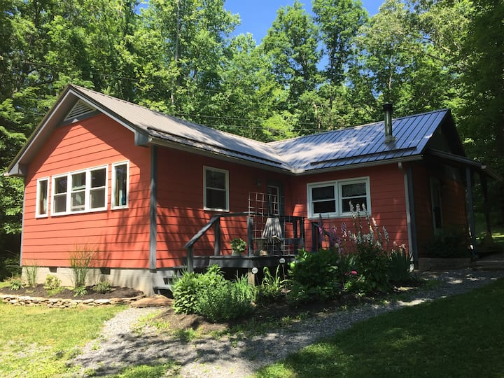 Charming Cottage Near Greenbrier River