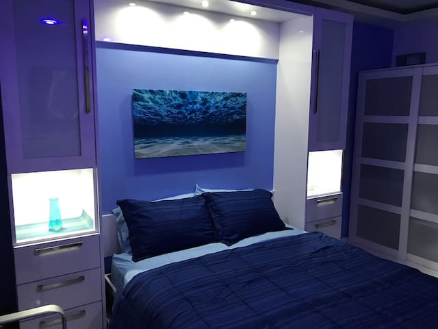 Queen size Murphy bed for 2.  Has drawers and closets on both sides.  The overhead and night lights switch is located under the closet door of the left.  Also, that is a full closet (with sliding doors glass panels) on the right wall from the bed.
