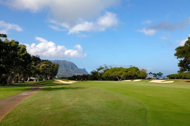 Mele Olina. Beautiful private room on golf course