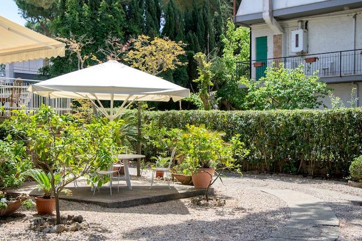 Seaside villa with garden near Rome