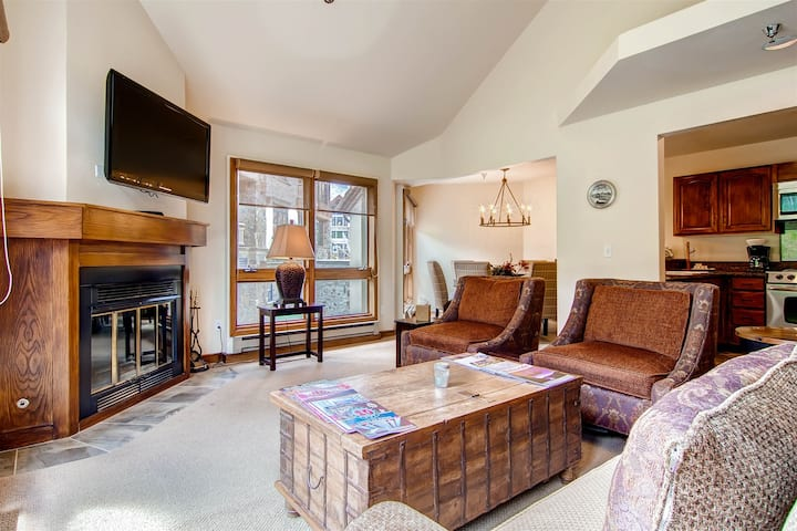 Classic Condo in the Heart of Mountain Village This is Perfect for Skiers & Mountain Bikers