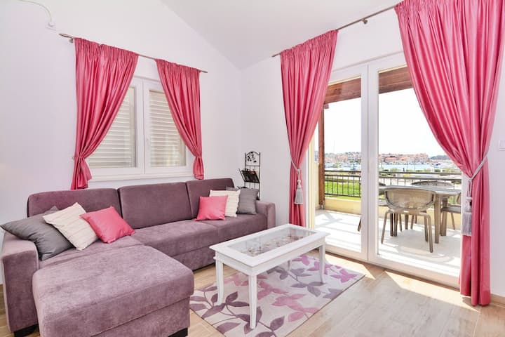 Superior New Apartment Branka with sea view