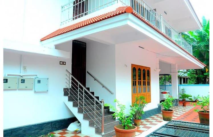 Tulasi - Thrissur - Haus