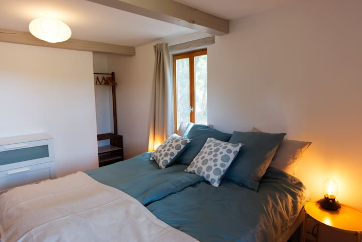 Cozy bedroom with kingsize bed made with eco bedlinnen