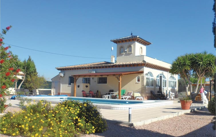Holiday cottage with 3 bedrooms on 135 m² in Catral