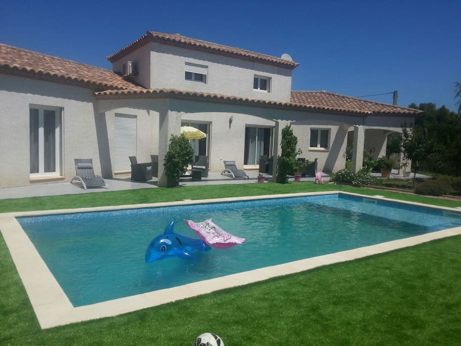 Magnifique villa avec piscine maisons louer for Piscine narbonne