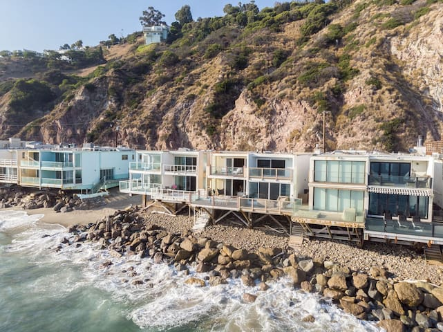 Beachfront Home w/ Ocean Views & Private Beach Access ❤ Rockpoint by AvantStay