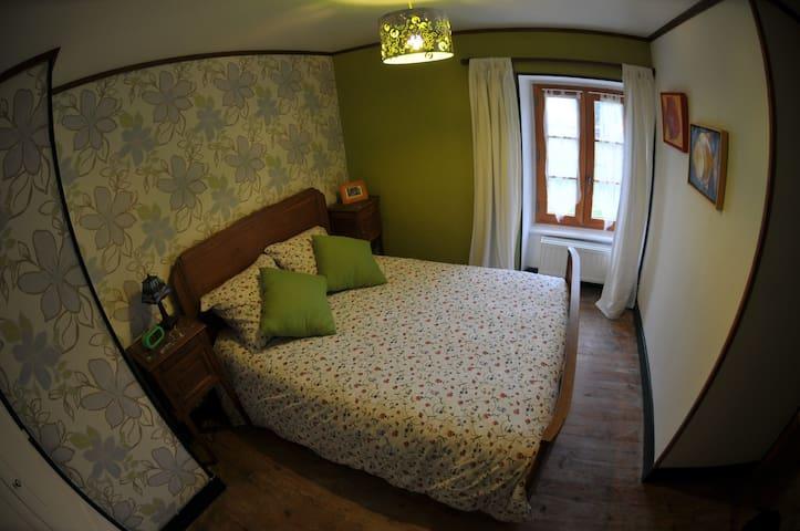 Chambre triple de confort salle de bain en-suite