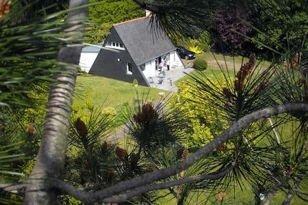 Cabanon indépendant dans un grand jardin - Chalet