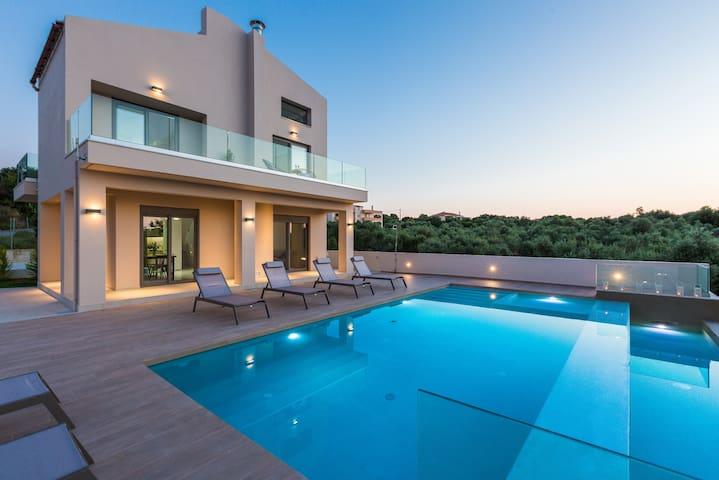 Villa Estel / A new modern design villa