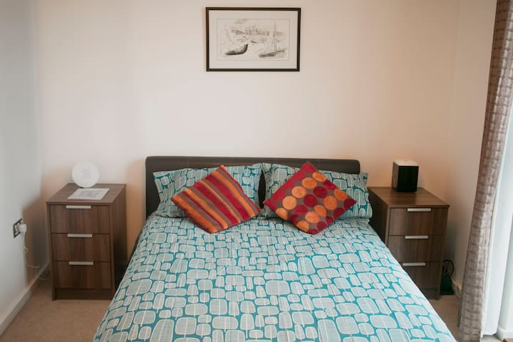 Private Modern Two Bed with views of London