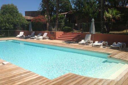 Mini-villa T3 avec piscine chauffée