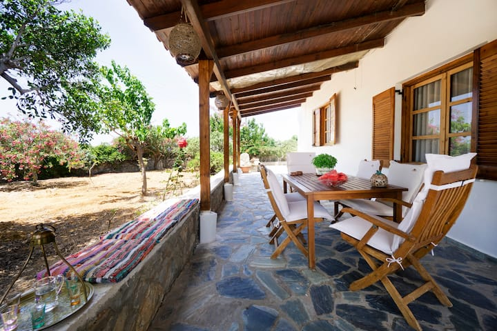 Manolios Villa with garden 450m. from Sea