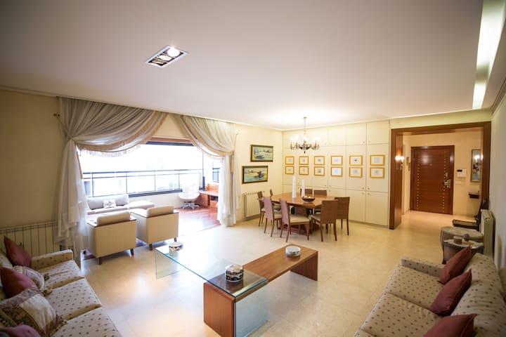 Large Ashrafieh / Sodeco Apartment