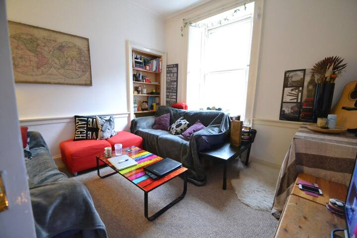 Two bedroom property in the heart of the City - Edinburgh - House