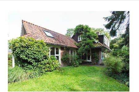 Charmant huis in Bilthoven met grote tuin - Casa de campo
