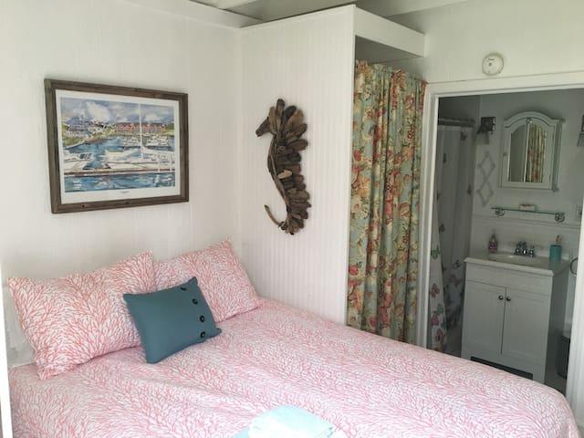 Private cottage in the center of Greensboro - Greensboro - Casa