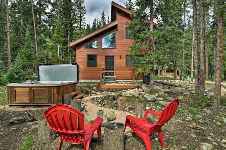 Upscale Mountain Living in Breck: Hot Tub + Views!