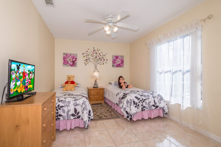 Twin Bedroom - Can be converted into KING upon request