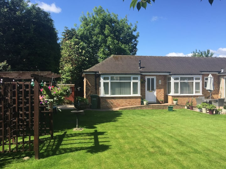 The Stonehouse - lovely, spacious annexed bungalow