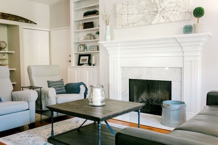 Beautiful updated 2BR Charmer in CWE