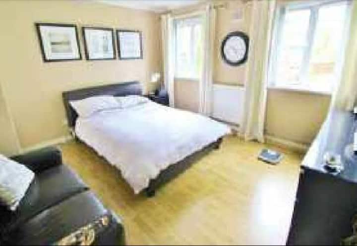 Belfast spacious apartment close to city center