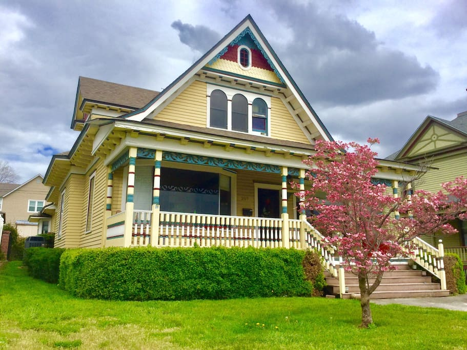 This is our front porch looking in! This 1905 painted beauty Victorian home overlooks the snake river and the confluence for the snake river meets the Clearwater River! This is a great place for outdoor enthusiasts! The snake in Clearwater River are some of the best fishing in the world; The snake river you can fish salmon, the Clearwater you fish steelhead and salmon, trout. Check out the sturgeon fishing on the snake River. Do you like jet boating, take a jet boat cruise up the rocks in through the white water rapids all the way to Hells Canyon what a great trip!