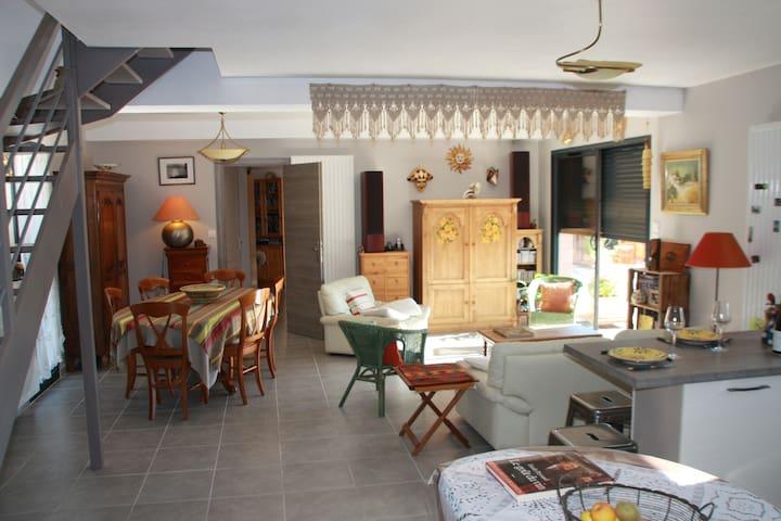 Maison lumineuse en Luberon - Saint-Saturnin-lès-Apt - บ้าน