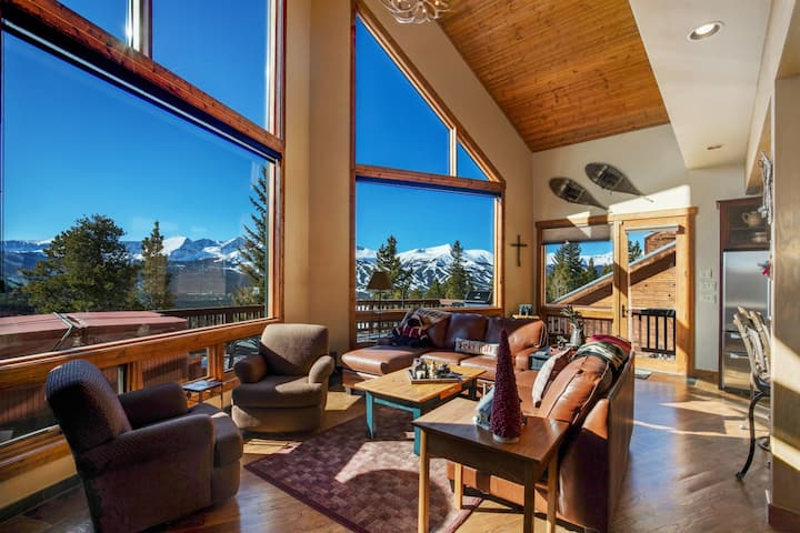 14 Peaks Chalet Beautiful 4BDR with Expansive Views!