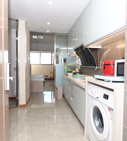 财富中心广场枫江小型公寓,集吃、喝、玩、乐、购、住、办公于一体
