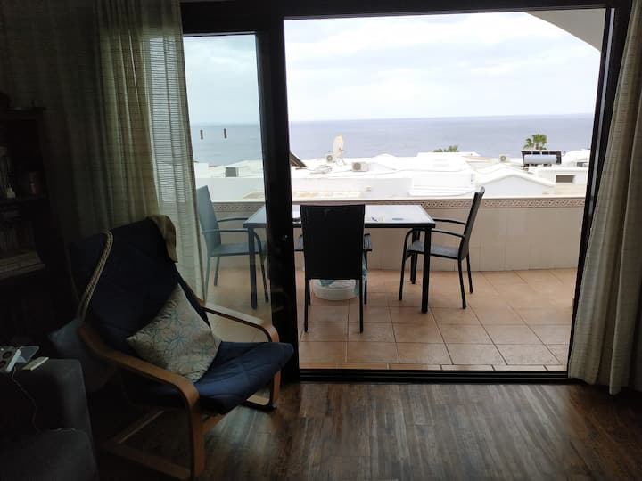 Spacious one bedroom apartment with sea views