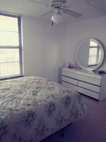Room for rent in Downtown boca in my condo