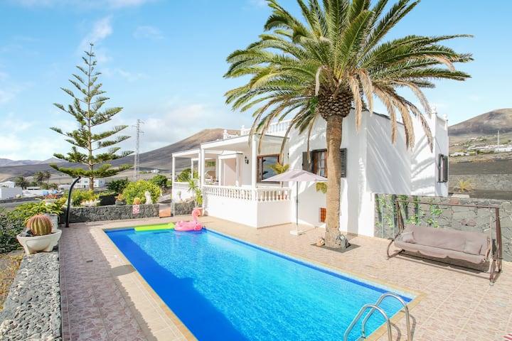 Elegant Home Casa Salinoco with Pool, Ocean Views, Terrace & Wi-Fi; Parking Available
