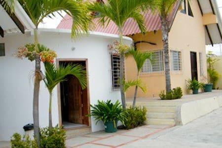 Villa Dulces Suenos - Ballenita - Blockhütte