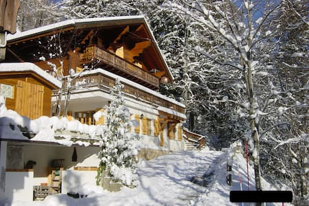 Cozy Chalet in the Village Champery - Champéry - 木屋