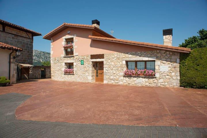 Casa rural Legaire Etxea Habitación D - Ibarguren - Huis