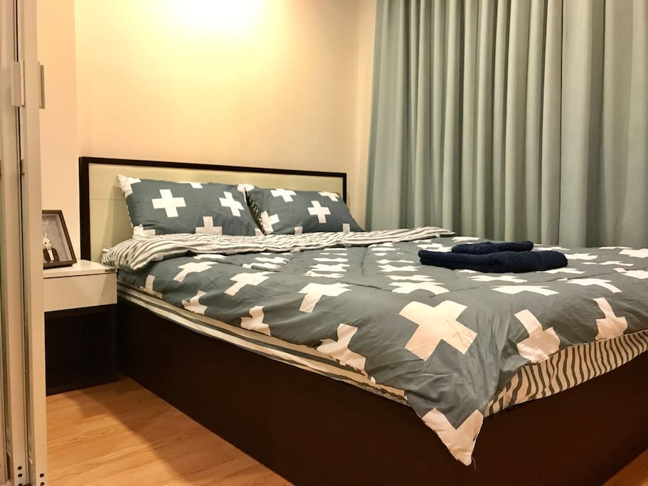 ★ Fully furnished Apartment at On Nut 46, closed to Sukhumvit 77 Road. ★ 1 bed, 1 Living room, 1 bath, 1 kitchen. ★ Go to BTS Sky train OnNut (6 Kilometers) only 10Mins by Motorbike, 15-30 mins by Car/Taxi/Minibus/Shuttle Bus. ★ From Suvanabhumi airport by Taxi 30 mins (20KM) / From Airport Rail Link 'Hua Mark' Station by Taxi 15 mins (5KM) ★ Have Mini mart (7-11) 24 Hrs, laundry, restaurants, Drug store, Thai Massage Shop, In the morning and evening there are local market in front street, fruit and vegetable very cheap. ★ Near Shopping mall (Pickadaily Mall, Seacon Square, Paradise Park, Central Bangna, Big C, Tesco Lotus), Rot Fai Train Night Market Srinakarin (Seacon Square is located at Srinakarin Road in 10 mins by minibus. Rot Fai Train Night Market Srinakarin is antiques store you can walk from Seacon Square department store in 2 mins. ★ Easy to go to Bangkok down town (Siam Paragon Shopping Mall, Silom, Kaosan Road, Jatujak Market, China Town, Platinum) in 30-40 mins. ★ Good security and Quiet surrounding, conveniently located between Bangkok down town and Suvarnabhumi Airport. Not far from BTS On nut Sky train, Shopping Centers, Local Foods, Restaurants & Pubs.