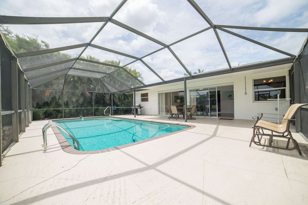 Enclosed lanai with grill, outdoor dining, and lots of pool deck for outdoor fun!
