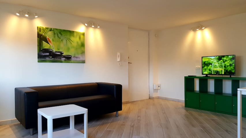 Cute panoramic 5th floor single room - Catania - Byt