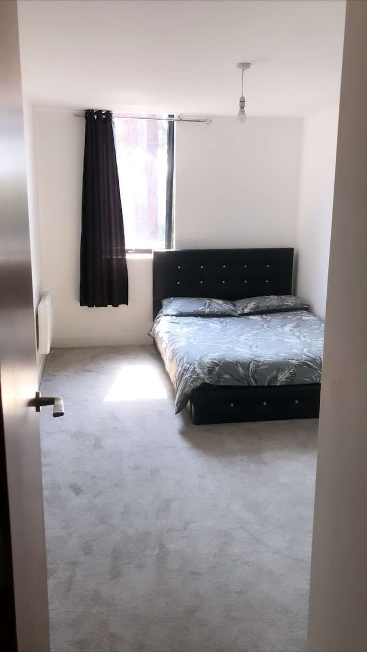 MODERN 2 Bedroom apartment Birmingham City Cente
