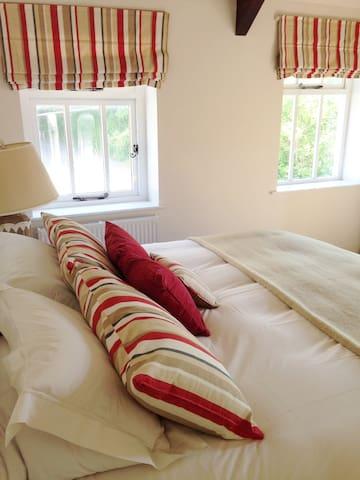Bedroom with Super Kingsize bed