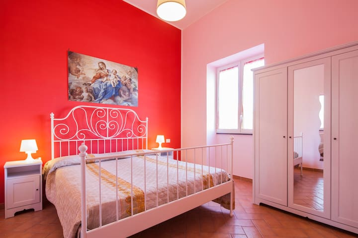 Lovely Apartment in Pompei's Heart, with parking!