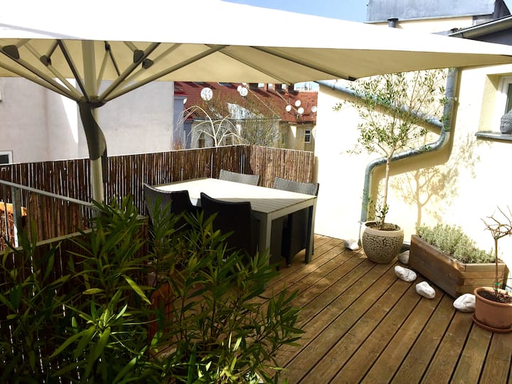 Loft Apartment w/Roof-Top Terrace & Air-Con
