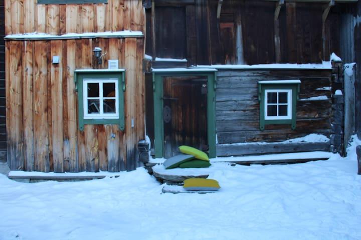Sjarmerende bygård midt i Røros - Røros - Lägenhet
